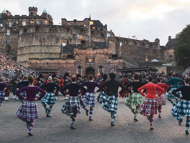 highland-dancers-edinburgh-tattoo