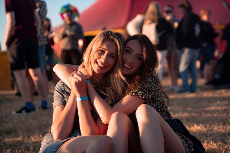 tiree-music-festival-friends